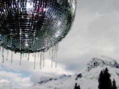 Aprés ski olé - warum nicht ein wenig #Disco feeling in die #Berge bringen?! #fromaustria.com Mount Everest, Skiing, Fair Grounds, Mountains, Nature, Travel, Pictures, Ski, Naturaleza