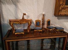 Elegante mobiliario para la casita de muñecas