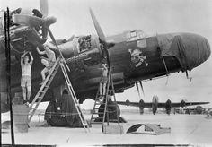 Mechanics service the Bristol Hercules engines of a Handley Page Halifax B Mark IIIA of No. 1341 (Radio Countermeasures) Flight at Digri, India. Handley Page Halifax, Radial Engine, Air Force Aircraft, Royal Air Force, Nose Art, Hercules, Military Aircraft, Bristol, World War