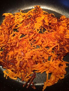 These sweet potato hashbrowns are so healthy and delicious! Eat them for breakfast or any time of the day! Once you try homemade hashbrowns, you'll never want to eat the frozen ones from the bag! Freeze Sweet Potatoes, Sweet Potato Recipes, Veggie Recipes, Keto Recipes, Healthy Recipes, Clean Recipes, Cooking Recipes, Free Recipes, Sweet Potato Hash Browns