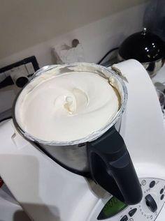 Crema per tiramisù Bimby – dose da 1 kg 4.5 (90%) 10 votes La bontà del tiramisù sta tutto nella crema! Per farlo bello ricco ecco la ricetta di Mariagrazia R…buon appetito! 4.0 from 2 reviews Crema per tiramisù Bimby - dose da 1 kg Ingredienti 3 uova 6 cucchiai di zucchero semolato 500 gr … Kenwood Cooking, Cooking Cake, Cake & Co, Lidl, Food Design, Italian Recipes, Nutella, Sweet Recipes, Latte