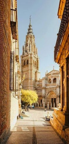 Toledo, Spain - Travel Tips Places To Travel, Places To See, Travel Destinations, Places Around The World, Around The Worlds, Journey Pictures, Toledo Spain, Destination Voyage, Spain And Portugal