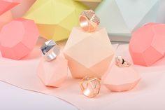 Papier découpé set design bijoux | Styliste photographe | Studio Rose Sucre #setdesign #jewelry #papercut #papercraft #paperart