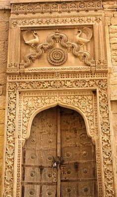 Wood carved doors in the old walled town of Jaisalmer, Rajasthan, India | ©jusen, via flickr