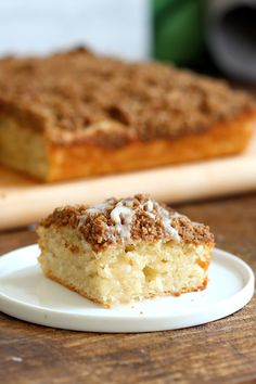 Simple soft Vanilla Cake topped with a delicious Streusel. - V dessert - Kuchen Cinnamon Streusel Coffee Cake, Cinnamon Cake, Cinnamon Crumble, Vegan Coffee Cakes, Cake Recipes, Dessert Recipes, Vegan Recipes, Sweet Recipes, Vegan Sweets
