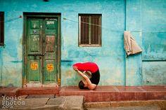 Street Yoga India yoga photography www.yogicphotos.tumblr.com ©ChristineHewitt_YogicPhotos
