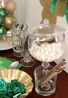 10 Budget-Friendly Christmas Entertaining Ideas by PartiesforPennies.com #holidays #partyplanning #christmas