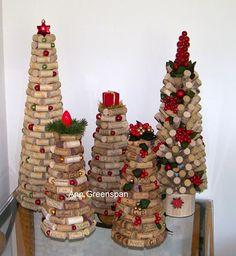 The Tallest Cork Tree Ann Greenspan's Crafts: The Tallest Cork Tree Wine Cork Art, Wine Cork Crafts, Wine Corks, Holiday Ornaments, Holiday Crafts, Christmas Decorations, Cork Tree, Wine Cork Projects, Paper Crafts