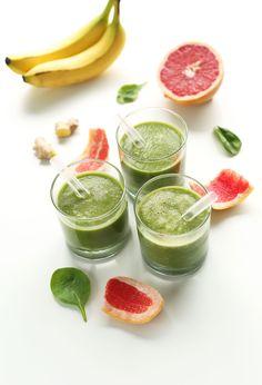 5 Ingredient Grapefruit Green Smoothie! #vegan #glutenfree and naturally detoxifying
