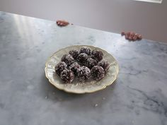 Food Pharmacy | Chokladbollar som du inte får sockerchock av. - Food Pharmacy