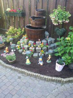 Disney garden Garden Crafts, Garden Art, Garden Design, Garden Ideas, Casa Disney, Disney House, Disney Garden, Disney Home Decor, Miniature Fairy Gardens