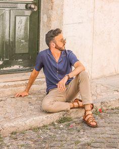 Male Fashion Trends, Boy Fashion, Mens Fashion, Mode Masculine, Sandals Outfit, Men's Sandals, Slide Flip Flops, Barefoot Men, Men Photography