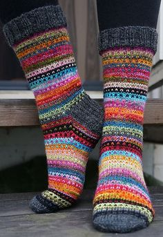 Knitting Patterns Mittens Ravelry: JennyF's Music to my eyes Crochet Socks, Knitting Socks, Hand Knitting, Knit Crochet, Knitted Socks Free Pattern, Ravelry, Knitting Patterns, Crochet Patterns, Patterned Socks