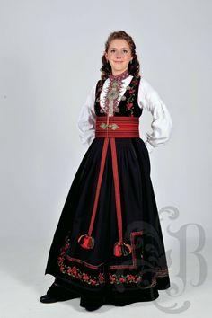 Øst-Telemark Beltestakk Ethnic Fashion, Boho Fashion, Norway Culture, Norwegian Wedding, Costumes Around The World, Folk Costume, Cool Costumes, Traditional Dresses, Pretty Dresses