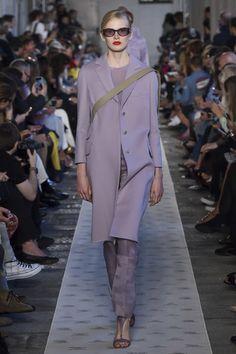 Max Mara Spring 2018 Ready-to-Wear Collection Photos - Vogue