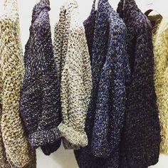 Goedemorgen, kijk dit is nu nog eens leuk wakker worden, toch.:) New arrivals @de_nobelaer #domburg #kirobykim #chunky #knitwear #welove #carlalafashion #bohochique #chique #hautecouture