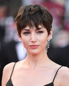 Every Next Level Glamorous Hair And Make-Up Look From Cannes 2018 Cannes Film Festival Hair and Make Short Shaggy Haircuts, Celebrity Short Haircuts, Shaggy Pixie Cuts, 2018 Haircuts, Best Pixie Cuts, Blonde Haircuts, Festival Hair, Film Festival, Haircut Styles For Women