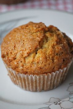 The perfect treat for autumn: pumpkin apple muffins. Made with Granny Smith apples canned pumpkin and cinnamon. Healthy Carrot Muffins, Banana Nut Muffins, Bran Muffins, Apple Muffins, Banana Bread, Muffin Recipes, Baking Recipes, Dessert Recipes, Brunch Recipes