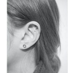 hình xăm nhỏ đẹp #ink #inks #smalltattoos Little Tattoos, Mini Tattoos, Black Tattoos, Ear Tattoos, Tatoos, Tasteful Tattoos, Dainty Tattoos, Tattoos For Women Small, Small Tattoos