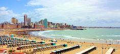El Mar Del Plata en Argentina. Este playa permite turistas hacer surf.