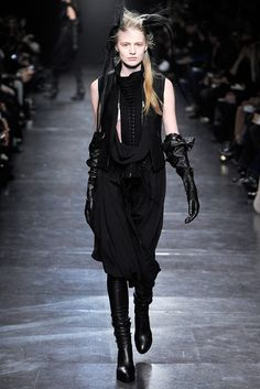 Ann Demeulemeester Fall 2011 Ready-to-Wear Fashion Show - Daiane Conterato