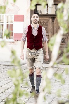 Daniel Fendler German Men, Folk Clothing, Beautiful Men Faces, Leather Trousers, Traditional Outfits, Costumes, Costume Ideas, Personal Style, Handsome
