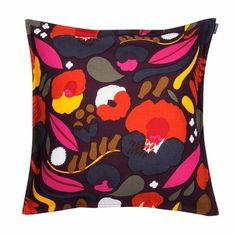 A modern take on a vintage-inspired floral, Hattarakukka is beautiful for autumn and beyond. Rich shades of purple, orange and yellow saturate layered shapes in Aino-Maija Metsola's new pattern. The cu Marimekko Bedding, Cushion Covers, Pillow Covers, Color Patterns, Print Patterns, Shades Of Purple, Bold Colors, Pillow Shams, Fashion Prints