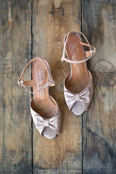 vintage 1970s mauve sandals with bows [From My Beau Heels] - $78.00 : ADORED | VINTAGE, Vintage Clothing Online Store