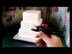 Airbrushing A Simple Wedding Cake! Cake Icing Techniques, Cake Decorating Techniques, Cupcake Decorating Tips, Cookie Decorating, Cake Storage, Airbrush Cake, Cupcake Cakes, Cupcakes, Animal Cakes