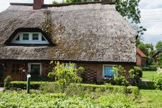 Picturesque #thatched houses  are characteristic for the area near #Kap Arkona. Read more about our trip to Kap #Arkona in #sistermag8. Photo: @Cristopher Santos