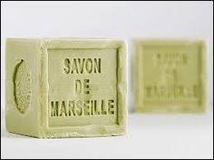 On peut nettoyer son carrelage avec du savon de Marseille.