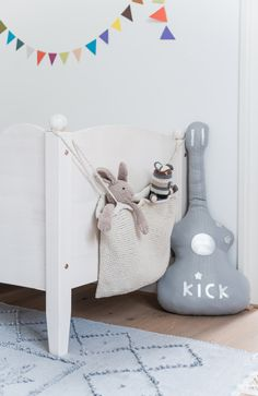 knuffel gitaar #jongenskamer basic | THE STYLE FILES