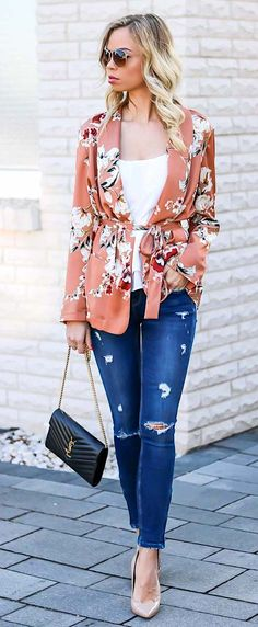 Outfit with a floral Kimono Blazer from Zara, destroyed denim, nude heels and Saint Laurent bag. Style, Streetstyle, Camisole, Cami, Top, Summer Outfit, Spring Outfit, Look