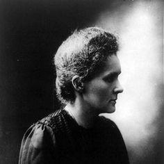 """Мария Склодовская-Кюри полностью посвящалась работе. Были ли у нее дети? ее дочь получила Нобелевскую Премию! Ее первая дочь Ирен пошла по  стопам своей матери и в 1935 году, получила Нобелевскую премию в области химии. Вторая дочь, Ева, писатель и политик (в 1944 году была номинирована на Пулитцеровскую премию) была известна как """"Первая леди ЮНИСЕФ"""""""