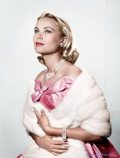 "Why is is that ""old"" Hollywood is better looking and much more elegant than today's celebrities of Hollywood? Grace Kelly is one perfect example Glamour Hollywoodien, Estilo Glamour, Vintage Glamour, Vintage Beauty, Hollywood Icons, Old Hollywood Glamour, Golden Age Of Hollywood, Vintage Hollywood, Moda Grace Kelly"