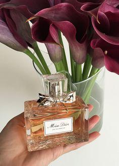 Perfume Dior, Chloe Perfume, Perfume Scents, Perfume Bottles, Fragrances, Miss Dior, Christian Dior Hypnotic Poison, Christian Dior Jadore, Dior Addict