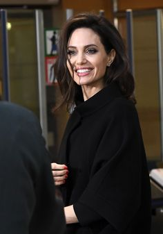 celebrities Actresses Who Became Film Directors Angelina Jolie - Angelina Jolie - Angelina Jolie Makeup, Angelina Joile, Angelina Jolie Style, Brad Pitt And Angelina Jolie, Jolie Pitt, Angelina Jolie Hairstyles, Kate Middleton, Hollywood Actresses, Actors & Actresses