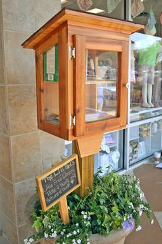 Little Free Library Plans, Little Library, Little Free Libraries, Mini Library, Library Books, Library Inspiration, Library Ideas, Little Free Pantry, Street Library