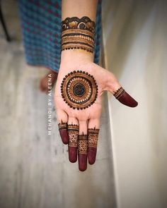 Looking for the Best Henna Designs? - indian - Looking for the Best Henna Designs? Falguni Mistry indian Falguni Mistry Looking for the Best Henna Designs? Circle Mehndi Designs, Round Mehndi Design, Henna Tattoo Designs Simple, Legs Mehndi Design, Stylish Mehndi Designs, Mehndi Designs 2018, Mehndi Designs For Beginners, Mehndi Designs For Girls, Mehndi Design Images