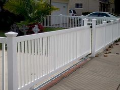Automated or manual rolling gates (aka sliding gates) can be more convenient than using single or double swing gates because they typically don't require added House Fence Design, Gate Design, Front Gates, Front Fence, Backyard Fences, Fenced In Yard, Front Yard Fence Ideas Curb Appeal, Vinyl Gates, Tor Design