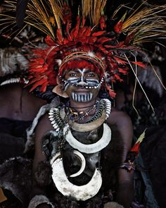 Jimmy Nelson Artprint XV Goroka, Eastern Highlands, Papua New Guinea, 2010 African Tribes, African Art, We Are The World, People Around The World, Jimmy Nelson, Indigenous Tribes, Tribal People, Portraits, Photo Series