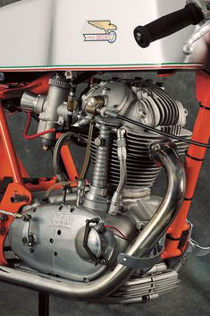 Vintage ducati (Don't you just want to put this motor on the mantle?)