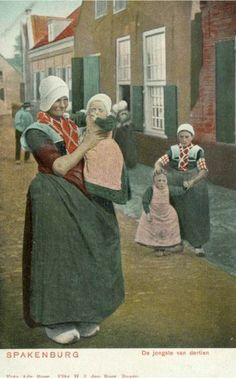 Street scene in Spakenburg, circa Utrecht, Dutch People, Folk Costume, Costumes, Old Pictures, Traditional Dresses, Netherlands, Old Things, History