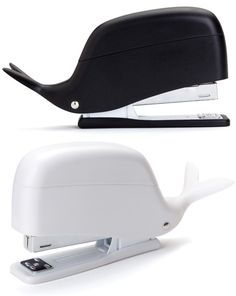O pequeno cetáceo grampeador mede 14 cm de largura, tem duas opções de cores (preta e branca) e custa U$ 18,99.