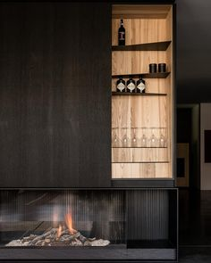 Modern fireplace for your home Camino moderno per la tua casa Fireplace Wall, Fireplace Design, Modern Interior, Interior Architecture, Interior Design, Living Tv, Modern Living, Living Area, Dark Wood Kitchens