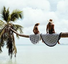 Island hang outs with our Aztec and Amaroo Roundies // @chasingthesunseries  #thebeachpeople