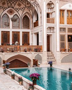 Mahinestan raheb Historical house, Kashan, Iran Fallow me to see the wonders together 🌹🌹🌹 Persian Architecture, Art And Architecture, Interior Exterior, Exterior Design, Iran Tourism, Iran Pictures, Persian Garden, Iran Travel, Persian Culture