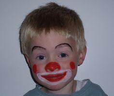 Maquillaje Infantil De Payaso. MAQUILLAJE DE PAYASO PARA NIÑOS   En muchas fiestas para celebrar el cumpleaños de los niños, los maquillan de payasitos, también como disfraz de halloween, para los padres uno de los disfraces más fáciles para hacer y para los niños unos de los disfrazesmás bonitos y que más les gusta, en especial en la noche de halloween, pero para poder hacer este tipo de maquillaje, debes tener en cuenta el....  Maquillaje Infantil De Payaso. Para ver el artículo completo…