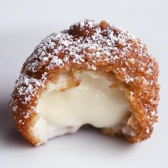 Fried Cinnamon Crunch Cheesecake Bites - Here's what you need: cream cheese, vanilla extract, granulated sugar, heavy cream, cinnamon crunc. Mini Desserts, Easy Desserts, Dessert Recipes, Deep Fried Desserts, Easy Delicious Desserts, Jello Desserts, Dishes Recipes, Recipes Dinner, Fried Cheesecake