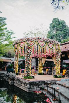 Destination Wedding Decor, Desi Wedding Decor, Wedding Mandap, Wedding Stage Decorations, Backdrop Decorations, Indian Wedding Video, Indian Wedding Planning, Wedding Entrance, Entrance Decor